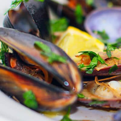 Delicious Wine Steamed Mussels recipe or Moules à la Marinière made easy and extra yummy